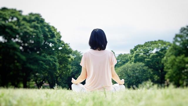 座禅気功のやり方・瞑想手順とは?足が組めない場合の座り方も