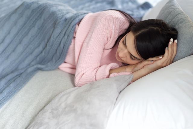 眠れない時に寝る方法は?動悸や過呼吸で寝付けない原因と対処法