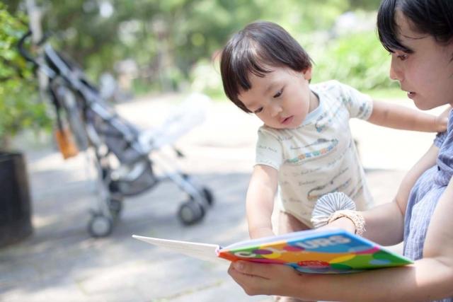 絵本読み聞かせの効果を実証した論文や本紹介。学力に差が出るって本当?